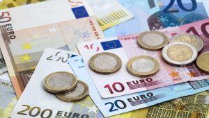Euro cai com estímulo crescente enquanto BCE se preocupa com alta