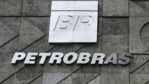 Petrobras avança mais de 2% com decisão favorável na Justiça e alta do petróleo