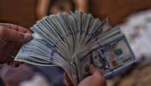 XP reduz estimativa do dólar para o final de 2020 de R$ 5,50 para R$ 5,20