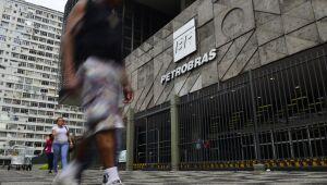Analistas desaprovam aumento no prazo para reajuste de preços da Petrobras