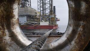 Petróleo cai mais de 1% à medida que o temor sobre o ataque saudita diminui