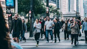 68% da população brasileira acredita que a economia se recuperará somente em 2022, diz estudo