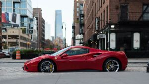 Ações da Ferrari saltam com receitas em alta e perspectiva positiva