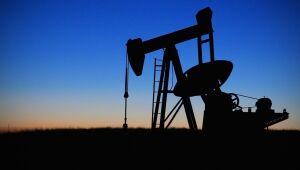 Petróleo sobe após queda no ISM reforçar expectativas de dinheiro fácil