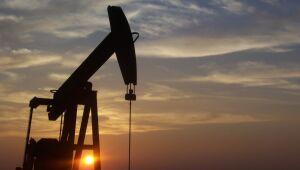 Preços do petróleo avançam com vacina da Moderna contra Covid-19