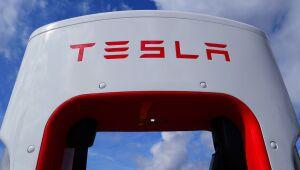 Tesla cai após a China proibir seus carros em complexos militares