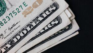 Dólar fecha em queda em dia de oscilações no mercado