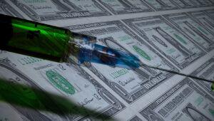 Destaques: Covid-19 dispara no Brasil e Senado dos EUA aprova pacote de US$ 1,9 trilhão em estímulos