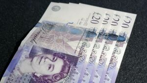 Libra escorrega antes de decisão do BoE; taxas negativas são esperadas