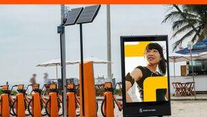 Eletromidia, de painéis de publicidade, estreia em queda na B3