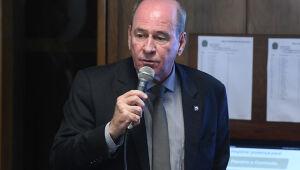 Ministro da Defesa anuncia saída do cargo