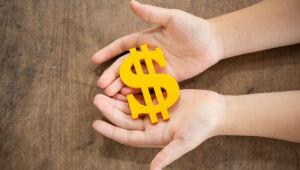 Como juntar dinheiro mesmo ganhando pouco