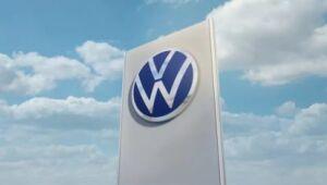 Volkswagen pode superar Tesla em veículos elétricos a bateria em 2022, dizem analistas