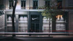 Nike cai, protestos pelos direitos de trabalhadores em Xinjiang podem prejudicar