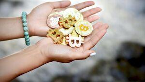 Criptomoedas: Bitcoin (BTC) tem alta 7,4%; Dogecoin (DOGE) e Ethereum (ETH) também sobem