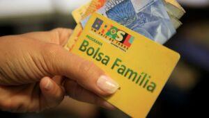 Com folga no teto, até 17 milhões de famílias poderão ser beneficiadas pelo novo Bolsa Família