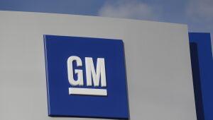 Nos EUA, Ford (FDMO34) e GM (GMCO34) anunciam novos cortes na produção, diante de falta de chips