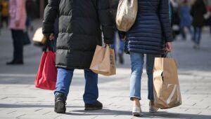 Renda, gastos, sentimento do consumidor, balança comercial: 4 assuntos para observar na sexta-feira