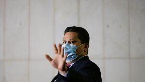 Senadores tentam contornar resistência de Alcolumbre para sabatina de Mendonça ao STF