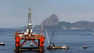 Preços do petróleo fecham com alta de 1,5% e atingem máximas de diversos anos