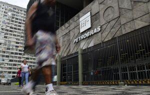 Governo estaria com planos de vender ações da Petrobras (PETR3) (PETR4); papel dispara