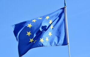 UE diz que pessoas inoculadas com vacina da AstraZeneca deveriam poder viajar aos EUA
