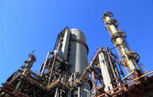 Preços do petróleo avançam com oferta restrita, Brent se aproxima de US$80 o barril