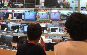 Intenção de consumo das famílias tem quarta alta consecutiva, diz CNC