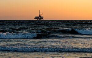 Preços do petróleo avançam para máxima de 3 anos com previsão de déficit de oferta