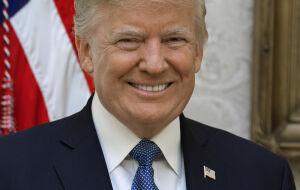 Facebook (FBOK34) e Twitter (FBOK34) recuam enquanto Trump visa retorno às redes sociais