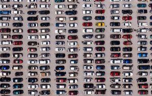 Estoques empresariais nos EUA aumentam de forma sólida em agosto, mas estoques de automóveis caem