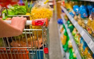 """""""Comida não pode ser artigo de luxo"""": veja como uma família de baixa renda dribla a alta dos preços"""