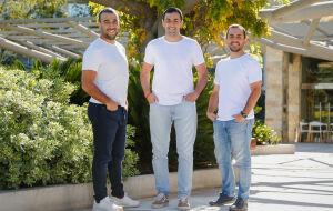 Gaston Irigoyen (CEO), Hernan Corral (CPO) e Juan Fantoni (CCO) da Pomelo
