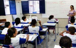Dia do Professor: Aos mestres, pais e alunos, a importância da educação financeira
