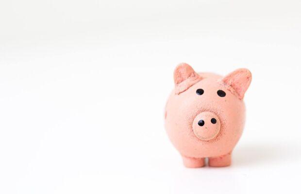 """Ainda vale a pena manter meu dinheiro na """"antiga poupança"""", mesmo com a alta da Selic?"""