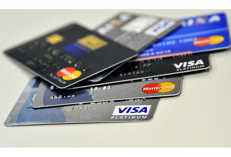 Qual cartão de crédito escolher? Saiba os critérios antes de solicitar!