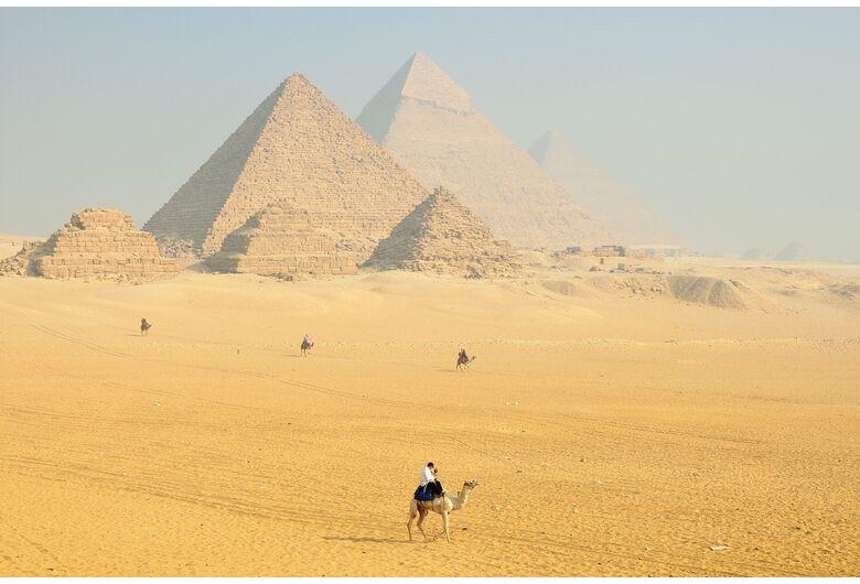 O Egito é aqui; o que se esconde sob as pirâmides financeiras no Brasil?