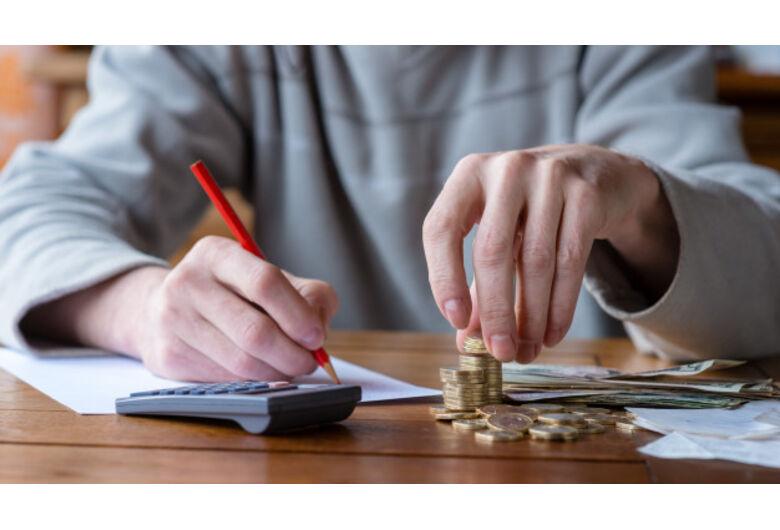 Planejamento financeiro: saiba como lidar com as contas de início de ano!