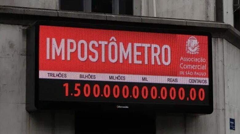 Painel do Impostômetro, à frente da Associação Comercial de São Paulo (ACSP)