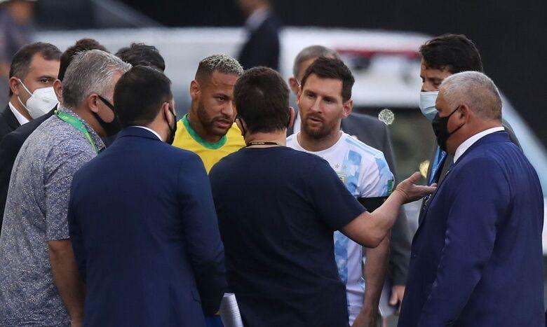 Agente da Anvisa interrompe partida entre Brasil x Argentina
