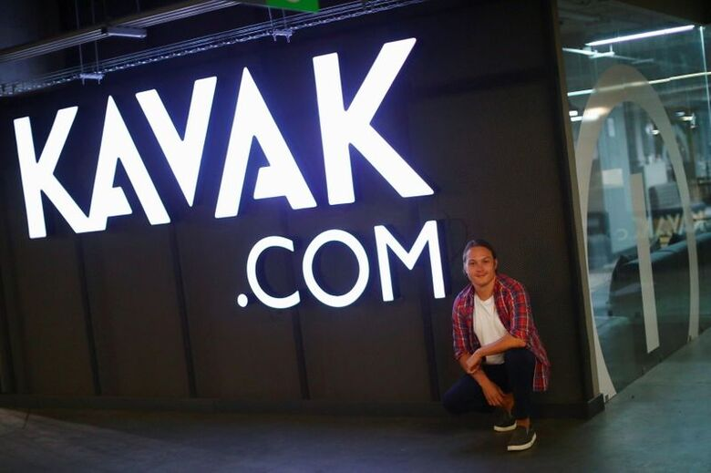 Presidente-executivo da Kavak, Carlos Garcia, em frente a unidade da empresa na Cidade do México