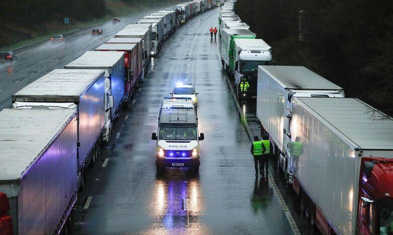 Caminhões parados no Reino Unido