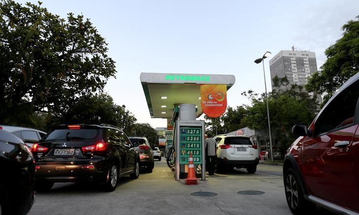 Gasolina sobe 0,4% e gás de cozinha chega a R$ 135 após reajuste da Petrobras