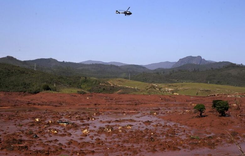 Reuters. Distrito de Bento Rodrigues, em Mariana (MG), após rompimento de barragem da Samarco, 06/11/2015