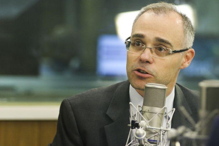 O ministro da Advocacia Geral da União, André Mendonça,fala no programa A Voz do Brasil.
